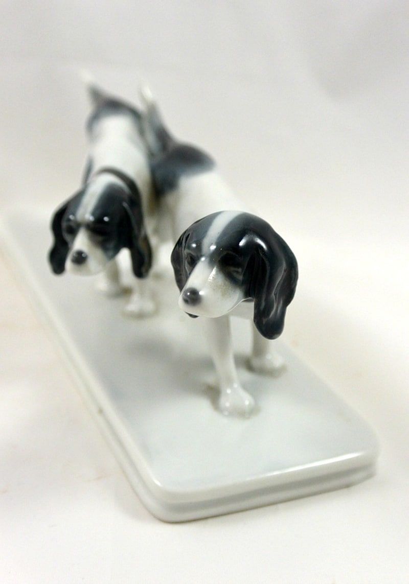 Metzler & Ortloff Pointer Dog Pair Front 1 - Dog's Tale Collectibles